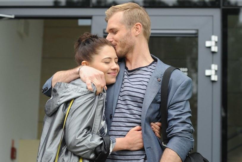 Artur (Tomasz Ciachorowski) i Iza (Adrianna Kalska) /Agencja W. Impact