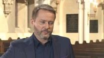 """Artur Żmijewski o roli w """"Ojcu Mateuszu"""": dopóki ludzie nie mówią do mnie """"proszę księdza"""", jest w porządku"""