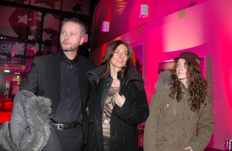 Artur Żmijewski z żoną i córką, 2007 rok /Marek Ulatowski /MWMedia