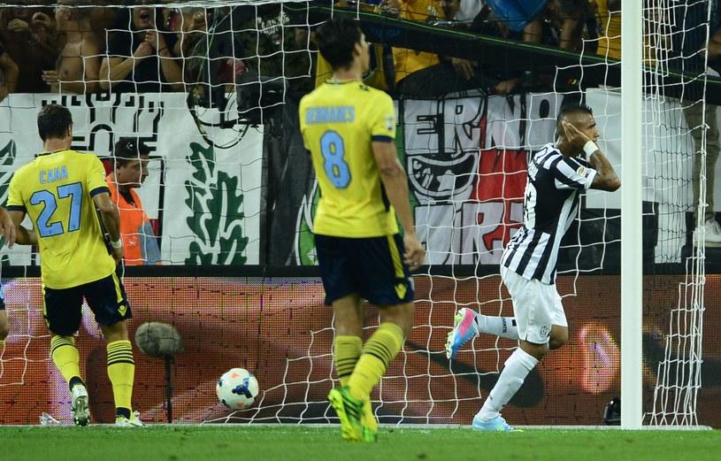 Arturo Vidal cieszy się z bramki strzelonej Lazio /AFP