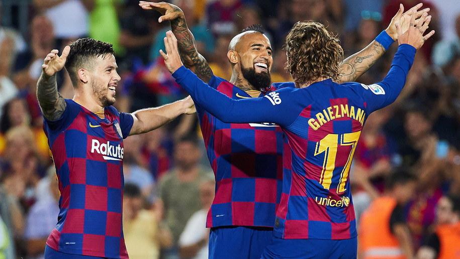 Arturo Vidal cieszy się ze zdobycia bramki w meczu z Realem Betis /ALEJANDRO GARCIA  /PAP/EPA
