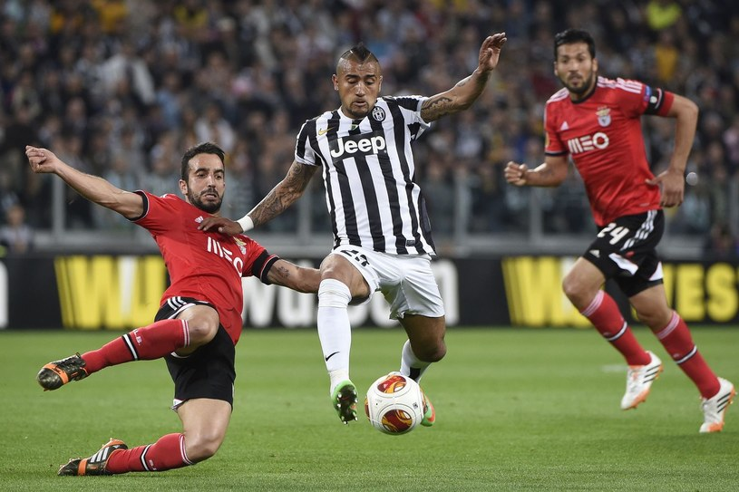 Arturo Vidal może zamienić Turyn na Manchester /AFP