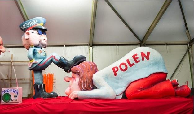 """Artykuł w """"The Guardian"""" zilustrowano fotografią rzeźby Jacquesa Tilly'ego z parady Duesseldorfie /Monika Skolimowska    /Reporter"""