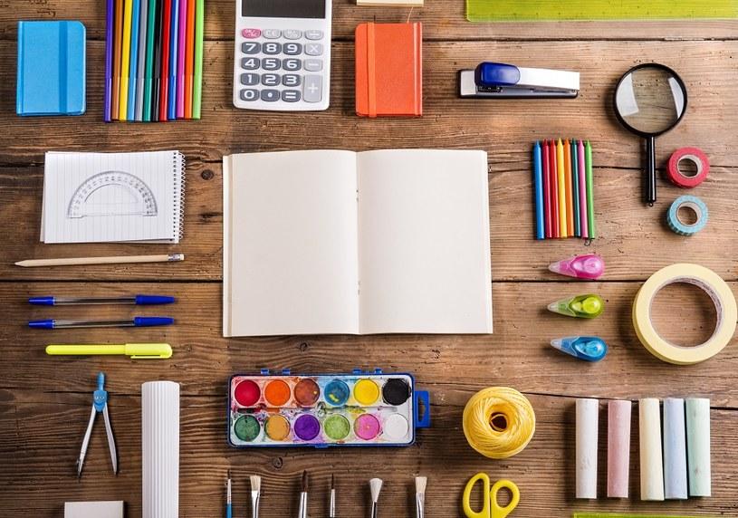 Artykuły papiernicze – obowiązkowe wyposażenie miejsca pracy /materiał zewnętrzny