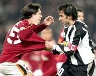 AS Roma - Juventus 1:2. Del Piero ostro walczy z Cuffre /AFP
