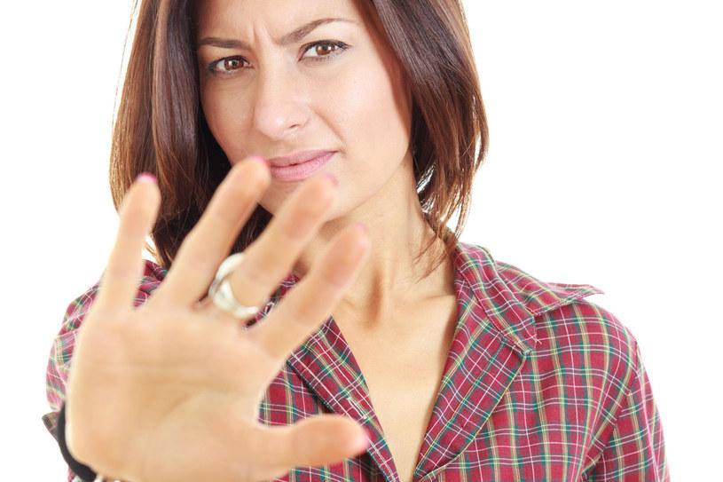 Asertywność oznacza zdolność komunikowania się z ludźmi przy zachowaniu własnej odrębności i bez narzucania swojego zdania... /123RF/PICSEL