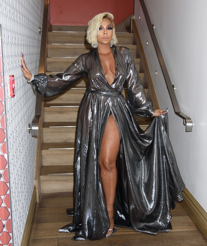 Ashanti w srebrnej sukni na premierze filmu /Splash News /East News