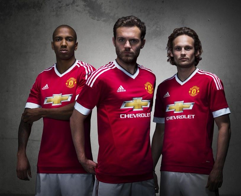 Ashley Young, Juan Mata i Daley Blind w nowych koszulkach Manchesteru United /INTERIA.PL