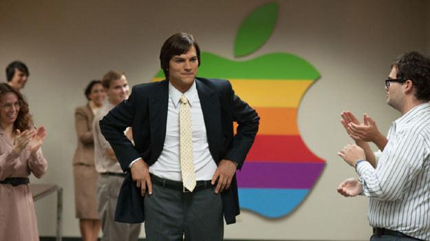 Ashton Kutcher w roli Steve'a Jobsa. Z wielkiej chmury mały deszcz.. /materiały dystrybutora
