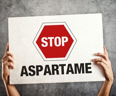 Aspartam: Jak działa i dlaczego uchodzi za jedną z najgroźniejszych substancji?