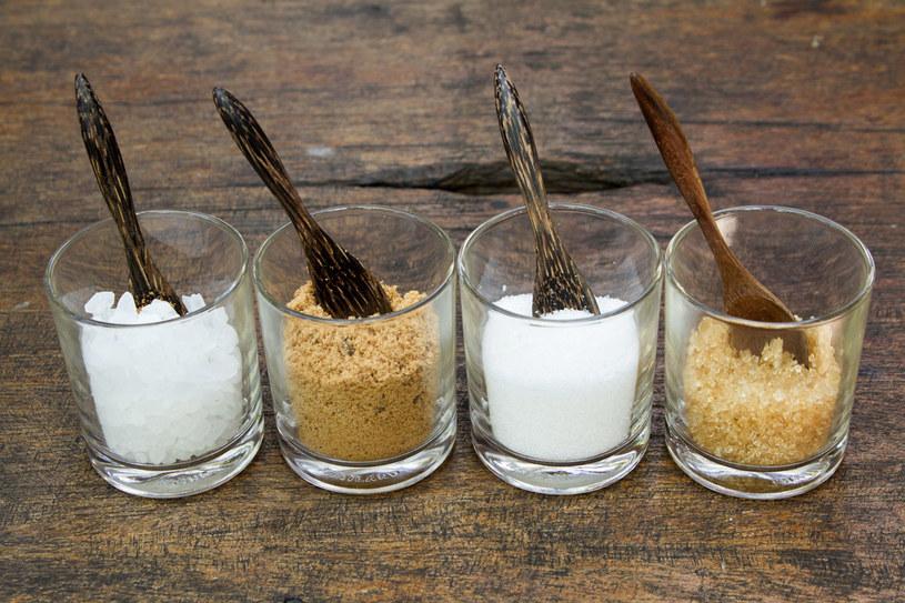 Aspartam ma znacznie mniej kalorii, a jest przy tym około 180 razy słodszy niż cukier. /123RF/PICSEL