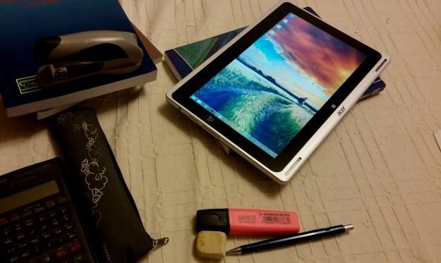 Aspire Switch 10 - tryb tablet. W sam raz do przeglądania stron internetowych lub czytania /INTERIA.PL