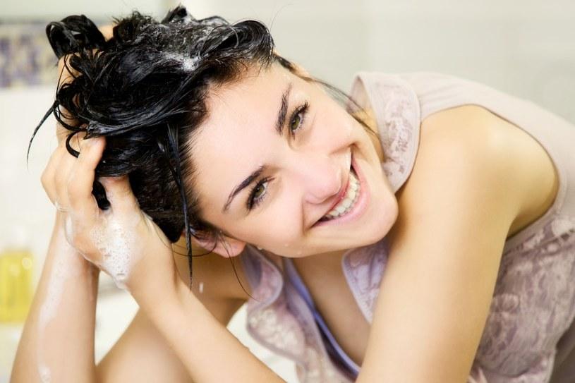 Aspiryna wzmocni włosy /©123RF/PICSEL