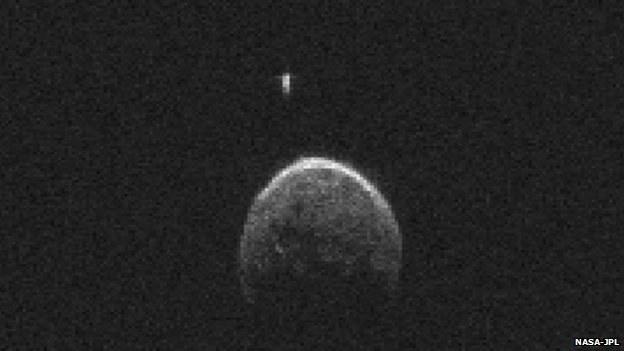 Asteroida 2004 BL86 z własnym księżycem /NASA