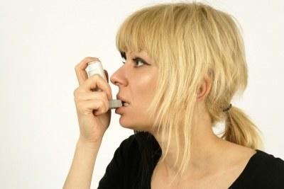 Astma może rozwinąć się już w dzieciństwie albo pojawić się dopiero w dorosłym życiu  /© Panthermedia
