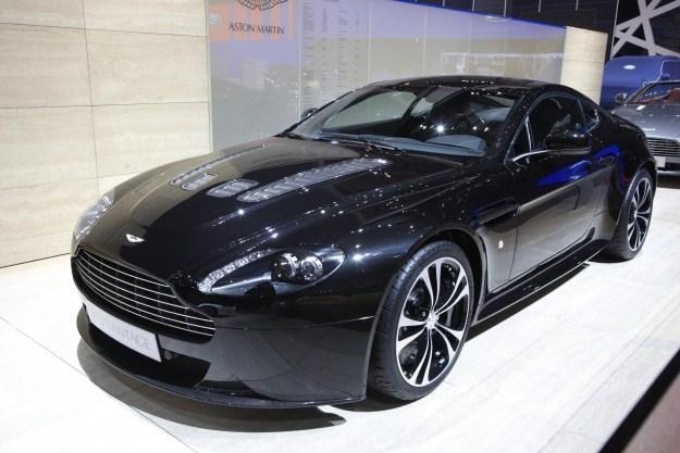 Aston martin vantage V12 black carbon /