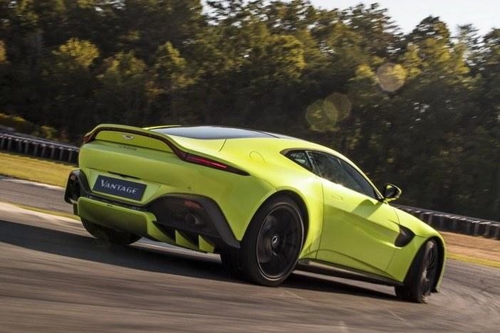 Aston Martin Vantage /
