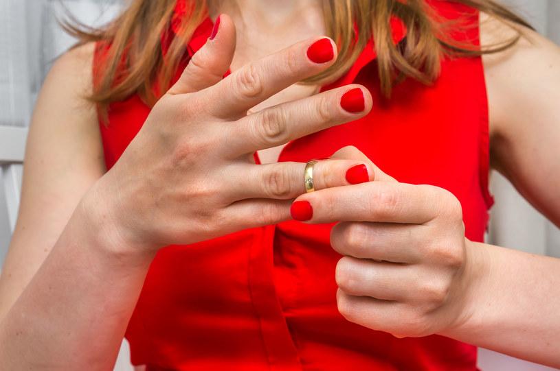 Astrolodzy twierdzą, że niektóre znaki mają większą skłonność do zdrad i rozwodów /123RF/PICSEL