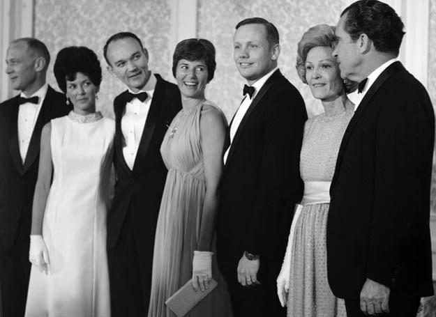 Astronauci Edward E. Aldrin, Mike Collins, Neil Armstrong z żonami oraz Richard Nixon /AFP