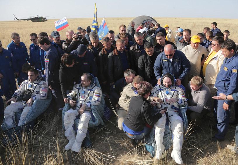 Astronauci krótko po powrocie na Ziemię /AFP