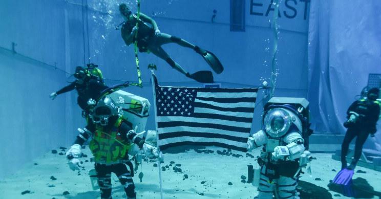 Astronauci NASA przeprowadzają testowe spacery kosmiczne pod wodą /materiały prasowe