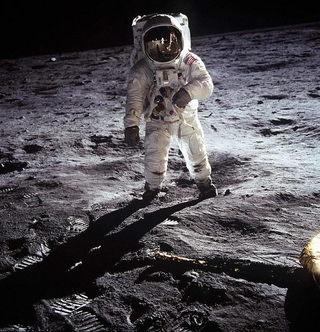 Astronauta Edwin E. Aldrin Jr podczas misji Apollo 11 /Neil A. Armstrong /PAP/Newscom