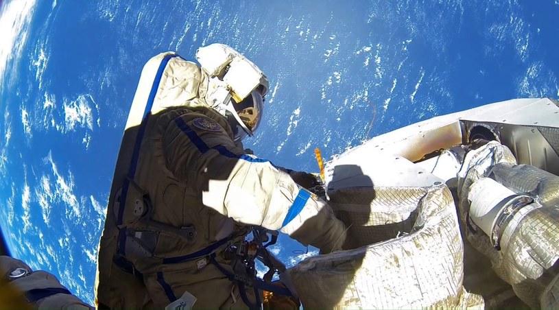 Astronauta instytutu Roskosmos w przestrzeni kosmicznej (zdjęcie ilustracyjne) /SPUTNIK Russia /East News