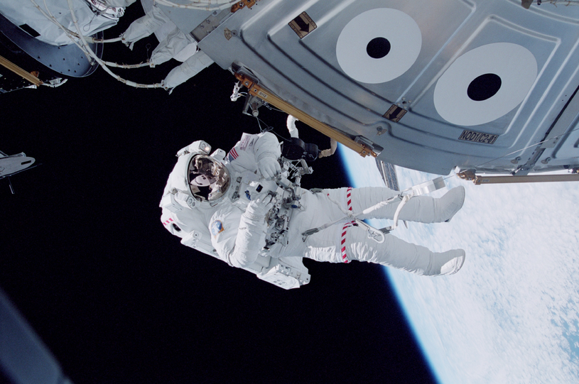 Astronauta przy Międzynarodowej Stacji Kosmicznej /Getty Images