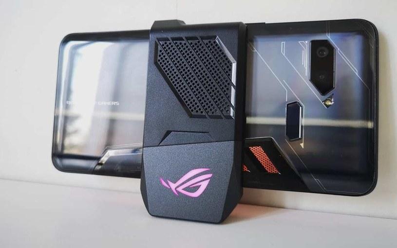 Asus ROG Phone - nakładka chłodząca AeroActive /INTERIA.PL