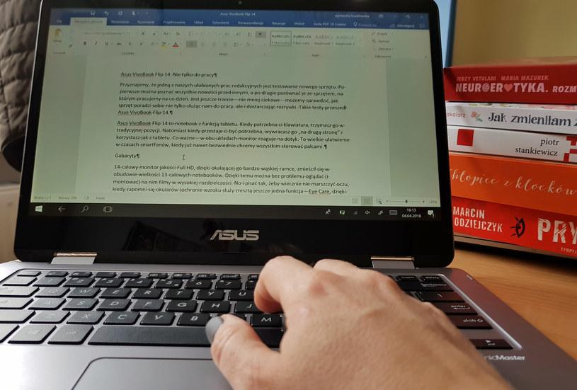 ASUS VivoBook Flip 14 dobrze sprawdza się w codziennej pracy /Styl.pl
