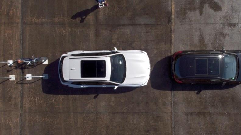 Asystent umożlwia parkowanie zarówno prostopadłe jak i równoległe /materiały prasowe
