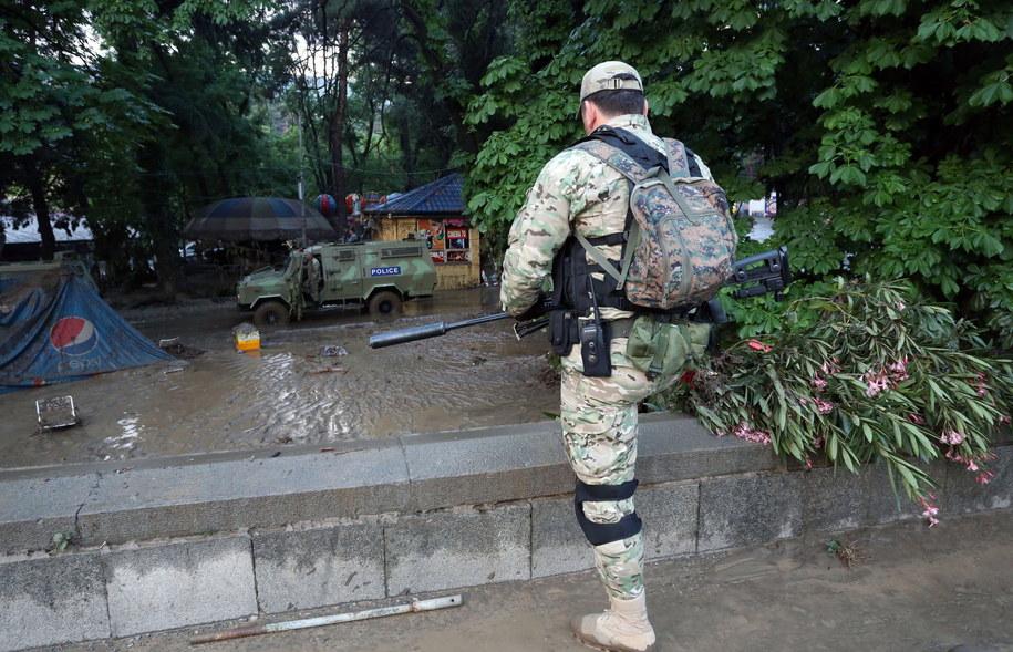 Atak, do którego doszło w pobliżu dzielnicy mieszkaniowej, wywołał panikę wśród mieszkańców / BESO GULASHVILI/GEORGIAN PRIME MINISTER'S PRESS SERVICE /PAP/EPA