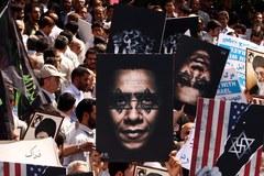"""Atak na ambasady USA. """"Niewinność muzułmanów"""" rozwścieczyła świat islamu"""