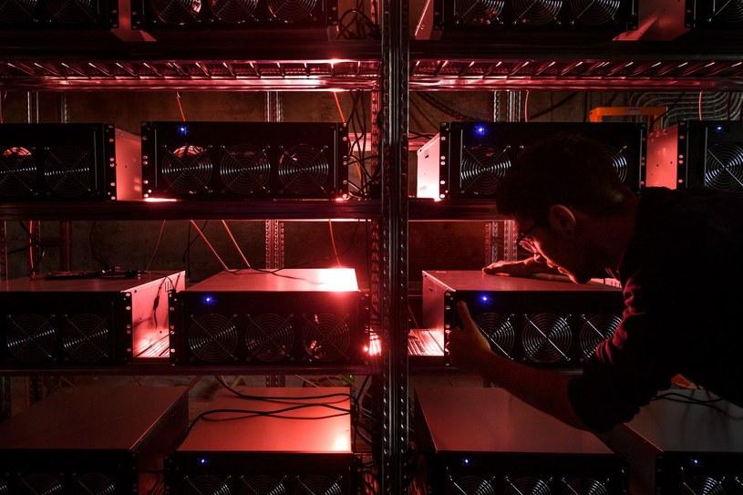Atak na kopiących bitcoina to wysokie rachunki za energię /AFP