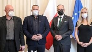 Atak na punkt szczepień w Grodzisku Mazowieckim. Pracownicy odznaczeni