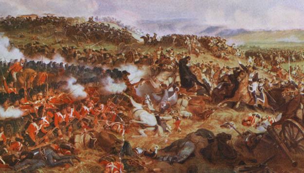 Atak napoleońskiej kawalerii na brytyjskie czworoboki /Getty Images