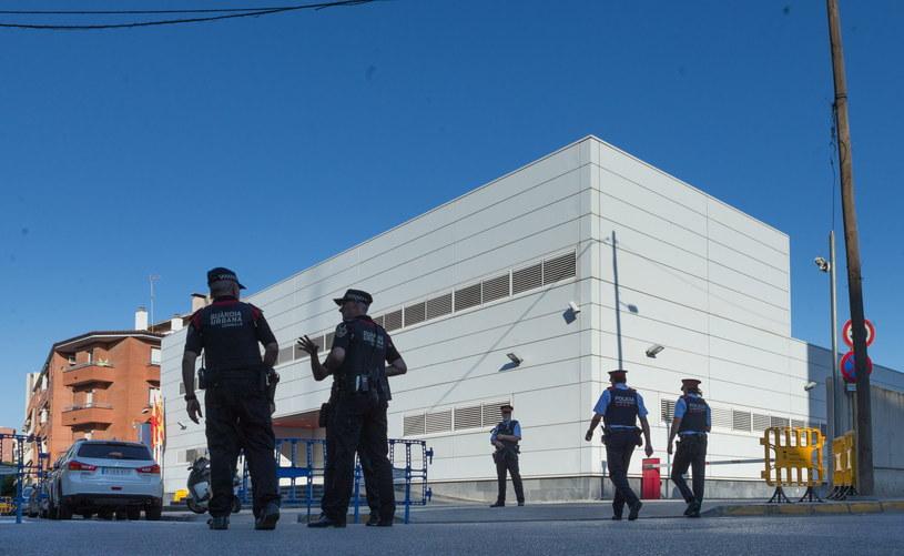 Atak nożownika na barceloński posterunek policji /ENRIC FONTCUBERTA /PAP/EPA