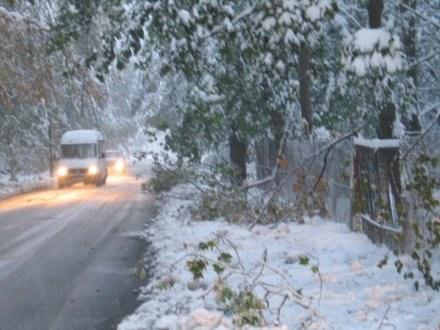 Atak zimy: Tysiące domów nadal bez prądu /RMF