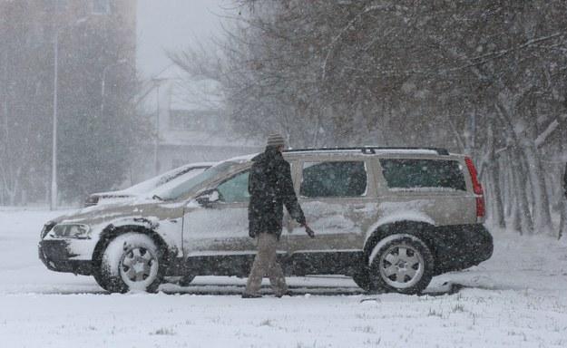 Atak zimy w Olsztynie. ZDJĘCIE ARCHIWALNE! /Tomasz Waszczuk /PAP