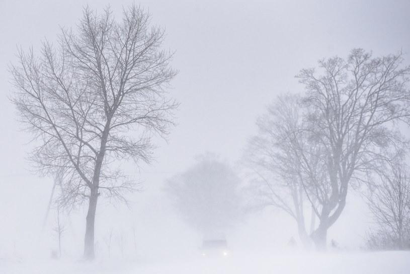Atak zimy w Polsce. Na drogach i chodnikach panują fatalne warunki /Wojtek Jargiło /PAP