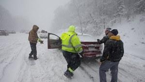 Atak zimy w USA. Zasypane drogi, zamknięte szkoły