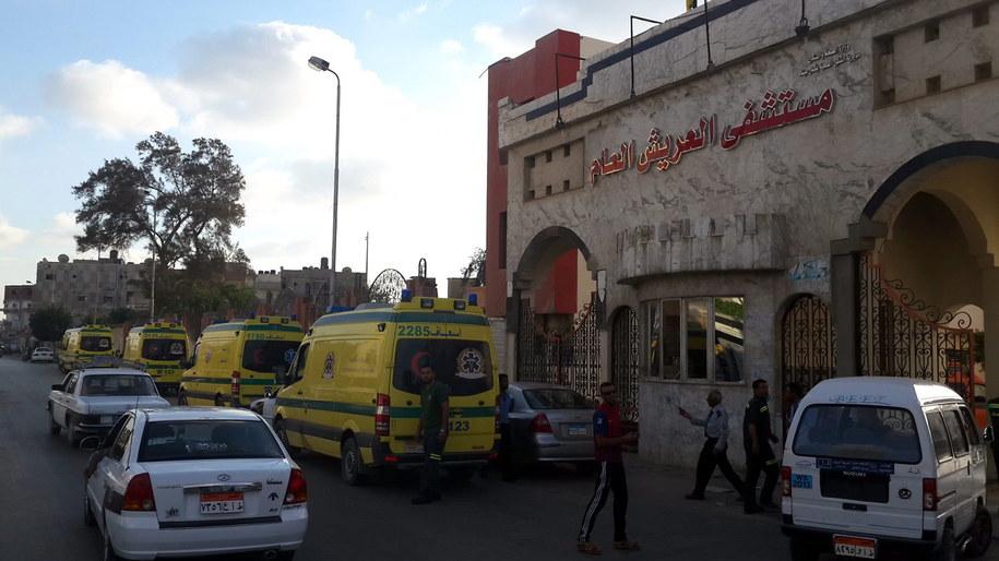 Ataki były jednym z największych skoordynowanych ataków podjętych przez bojowników grupy o nazwie Prowincja Synaj, uznającej zwierzchność IS /STR /PAP/EPA