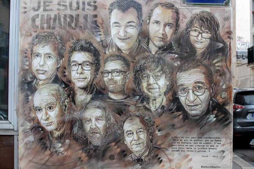 """Ataki rozpoczęli bracia Cherif i Said Kouachi, którzy 7 stycznia 2015 roku ostrzelali z broni maszynowej redakcję """"Charlie Hebdo"""" za publikację karykatur Mahometa /Marc Piasecki /Getty Images"""