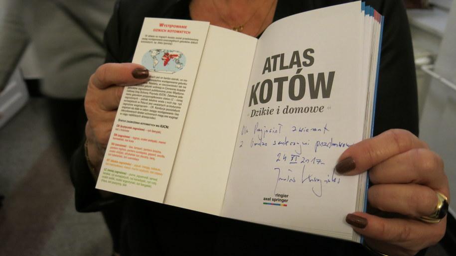 """""""Atlas Kotów"""" z dedykacja prezesa PiS Jarosława Kaczyńskiego /Marek Wiosło /RMF24"""