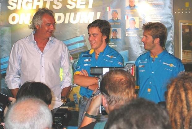Atrakcją bankietu byli przede wszystkim goście z Renault F1 Team (kliknij) /INTERIA.PL