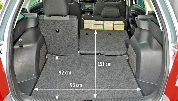Atuty Fabii: największa pojemność bagażnika w tym porównaniu, największa ładowność. Niestety – plastikowe boczki są podatne na zarysowania. /Motor