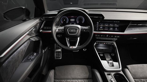 Audi A3 sedan /Audi