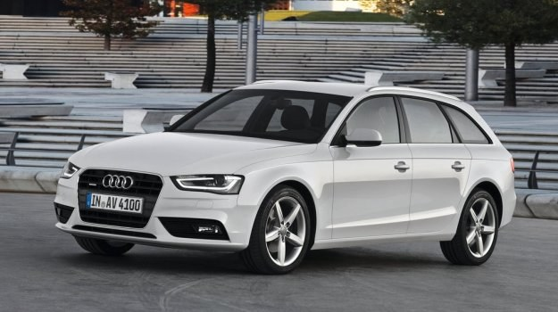 Audi A4 po faceliftingu: nowy kształt mają reflektory, pokrywa silnika i wlot powietrza do chłodnicy. /Audi
