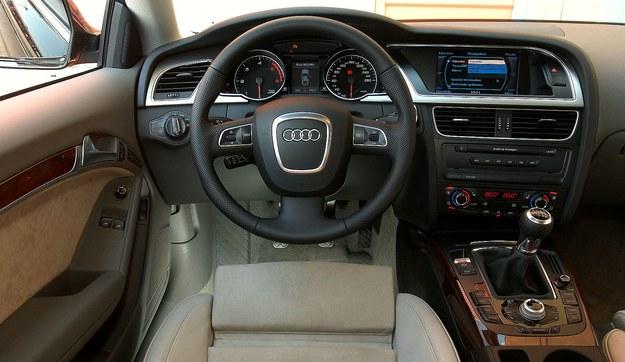Audi A5 deska /Motor