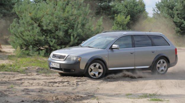Audi Allroad wyróżnia podwyższone zawieszenie z regulacją wysokości, większe koła oraz osłonki z tworzyw sztucznych na dolnych częściach karoserii. /Motor